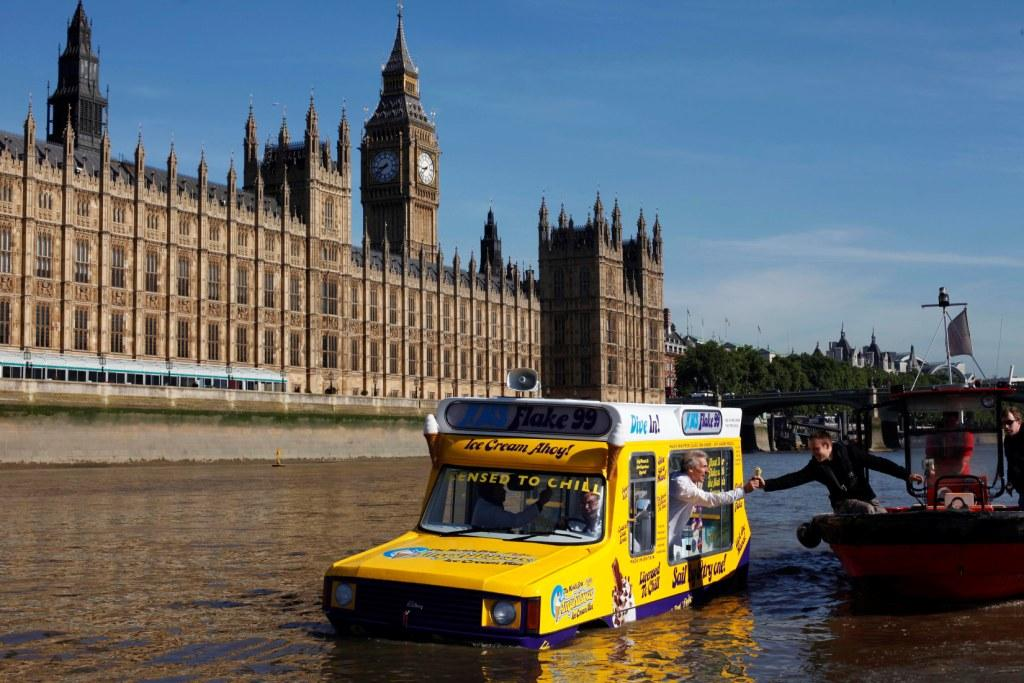 selling ice creams on the thames