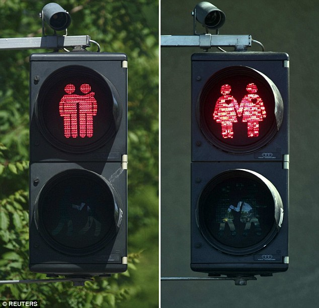 288FDEBD00000578-3076876-Dozens_of_traffic_lights_in_the_heart_of_Vienna_have_been_progra-m-68_1431364167697