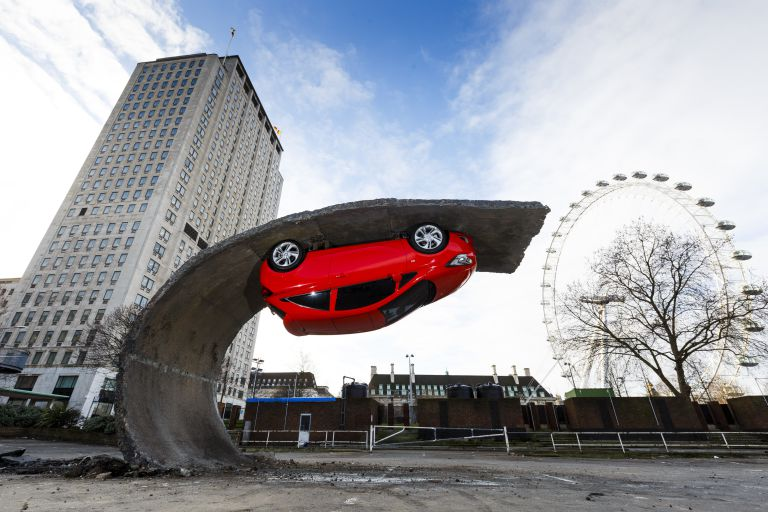 alex-chinneck-for-vauxhall-motors-1